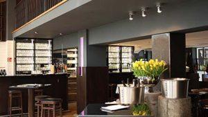 Der Gastraum der Henne Weinbar in Köln
